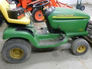 John Deere Lawn Tractor Model 175 Hydro with 38
