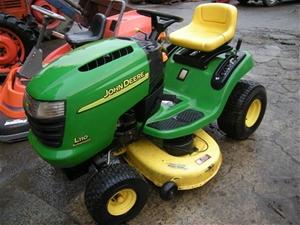 John Deere L110 Lawn tractor, 17.5 hp Kohler Command ...