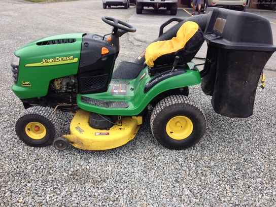 2003 John Deere L110 Lawn & Garden and Commercial Mowing ...