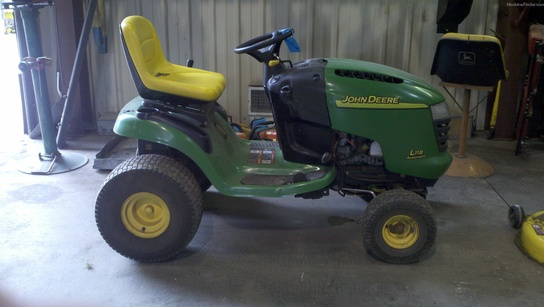 2005 John Deere L118 Lawn & Garden and Commercial Mowing ...