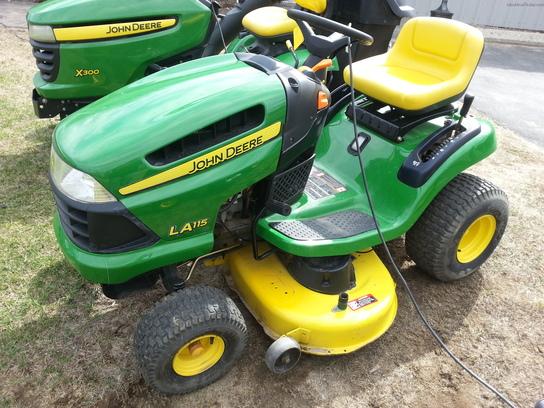 John Deere LA115 Lawn & Garden and Commercial Mowing ...