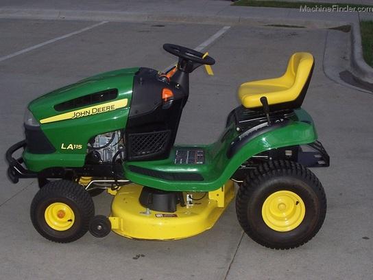 2009 John Deere LA115 Lawn Tractor with 42