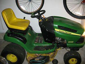 John Deere Scotts 1642H Lawn Tractor w 42