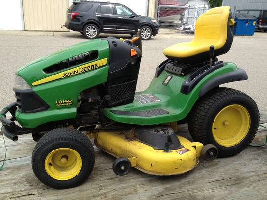 2007 John Deere LA140 Lawn & Garden and Commercial Mowing ...