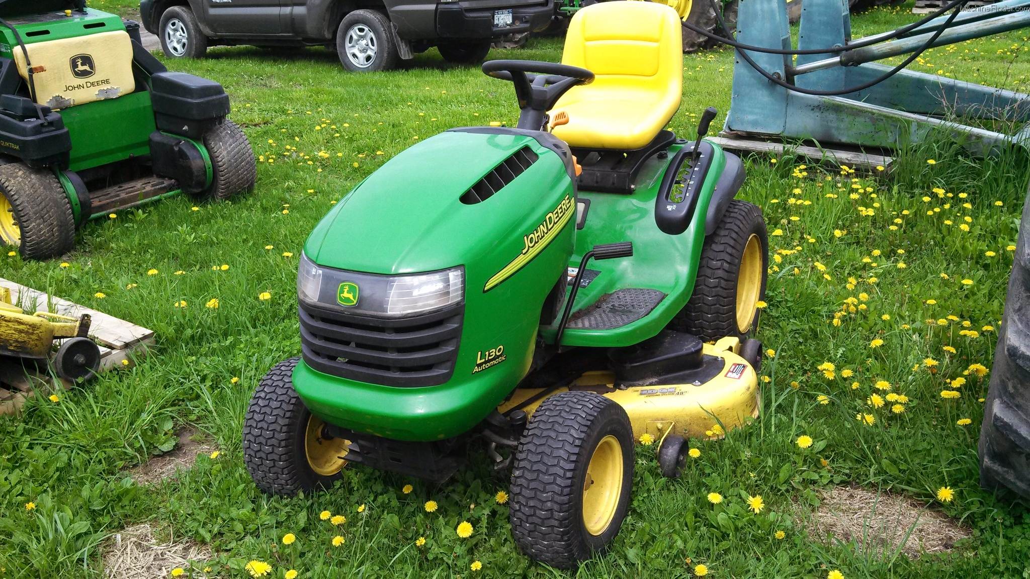 John Deere LA145 Lawn & Garden and Commercial Mowing ...