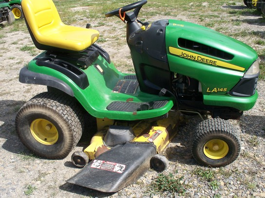 2000 John Deere LA145 Lawn & Garden and Commercial Mowing ...