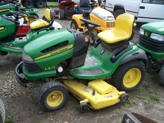 John Deere LA175 Lawn & Garden and Commercial Mowing ...