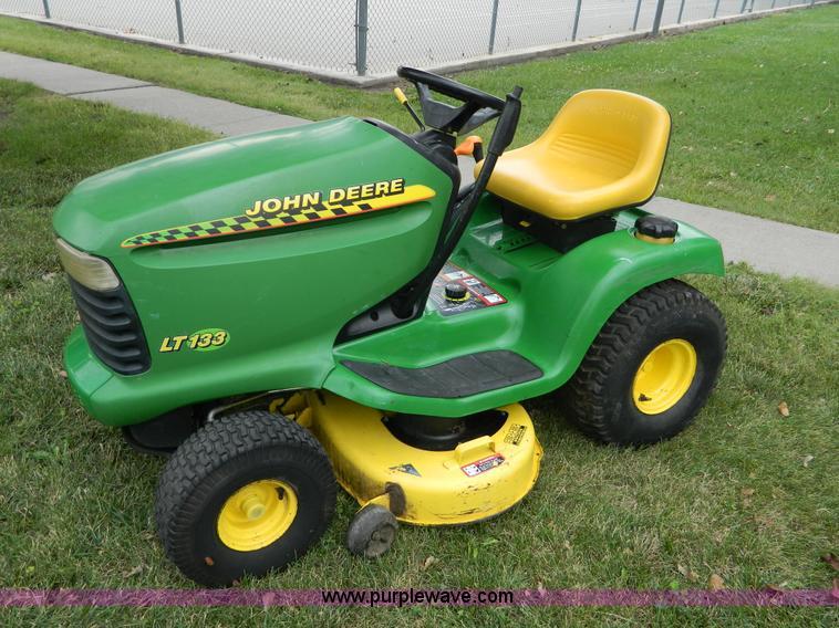 John Deere LT133 lawn mower | no-reserve auction on ...
