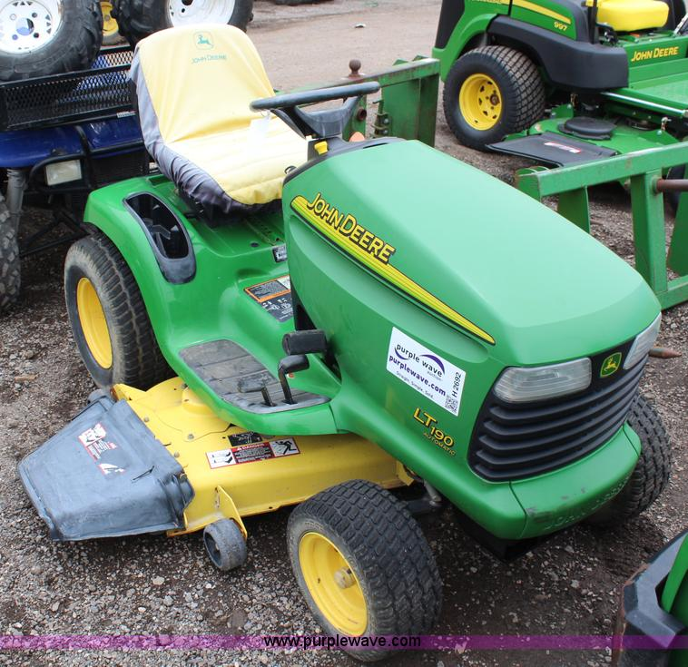 2005 John Deere LT190 lawn mower | no-reserve auction on ...