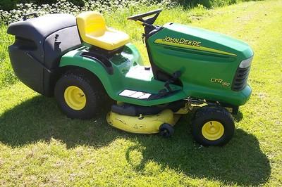 John Deere Ltr180 Ride On Mower & Rear Grass Collector ...