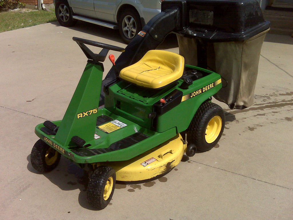 John Deere RX 75 riding lawn mower 9 hp 30 inch cu