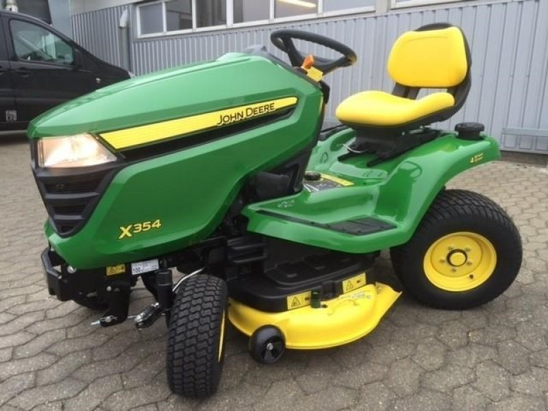 John Deere X354 Lawn tractor, 6740 Bramming ...