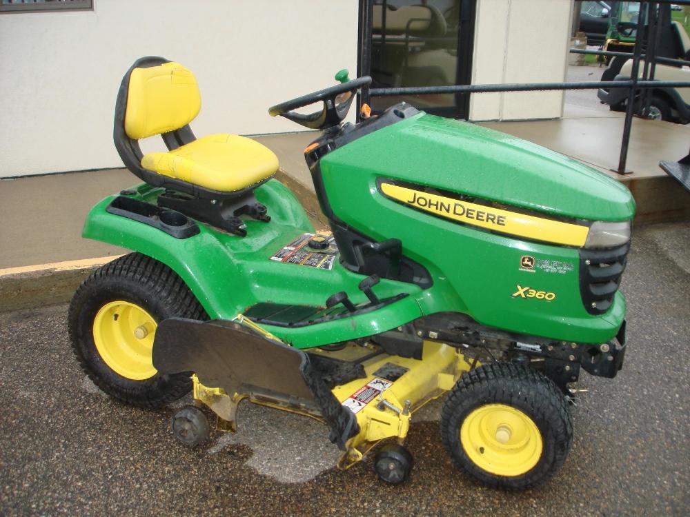 John Deere X360 lawn/garden tractor | Park-n-Sell