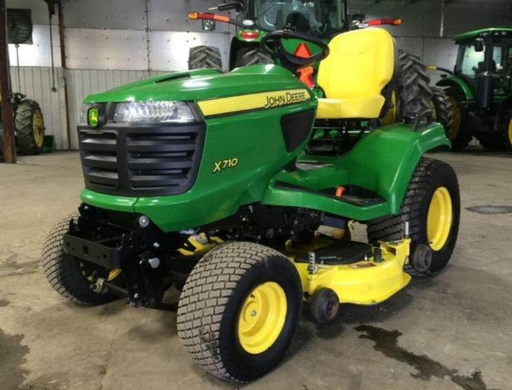 John Deere X700 Signature Series Lawn Tractors Information
