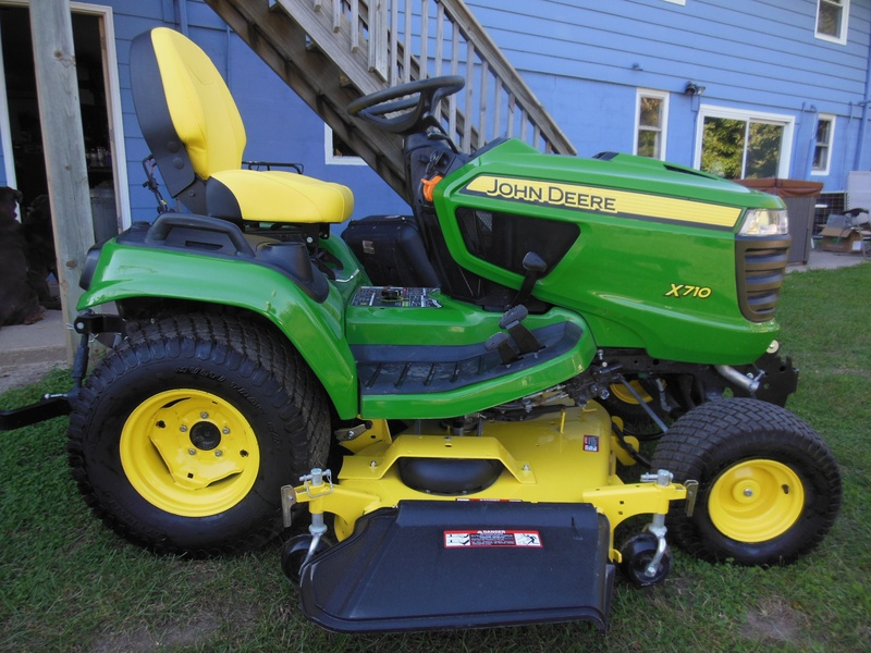 John Deere X710 – CB Lawn Equipment