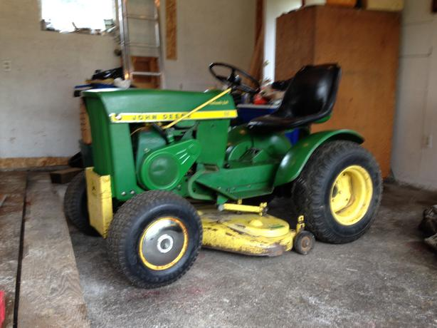 110 John Deere lawn and garden Tractor Outside Victoria ...