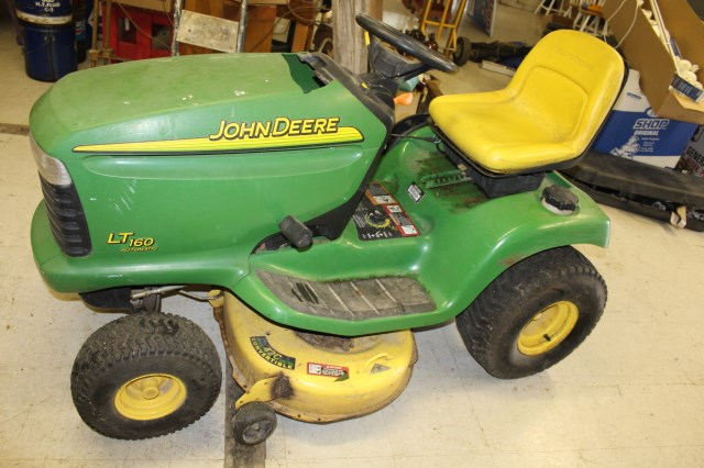 John Deere LT-160 Auto Lawn Tractor