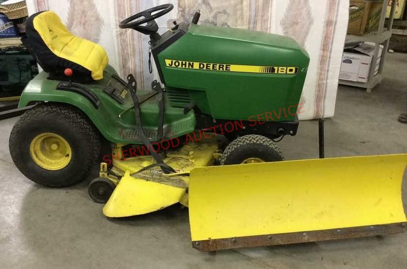 John Deere 180 Lawn Tractor