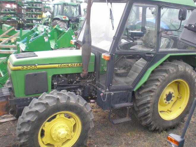 John Deere 2200 [Zetor]   Machinery & Equipment - Tractors For