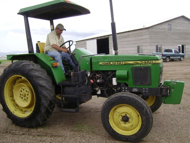 MAQUINARIA AGRICOLA INDUSTRIAL: Tractor John Deere 2400 ...