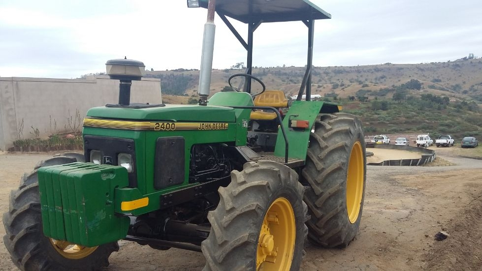 John Deere 2400 4x4 Tractor Pietermaritzburg • olx.co.za