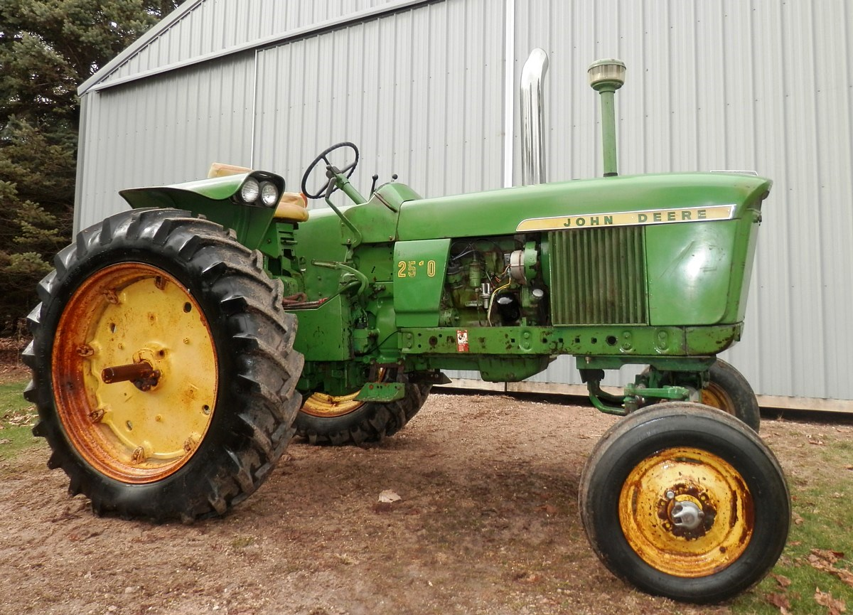 midwestauction.com - JD tractors/farm-hay equipment/boat ...
