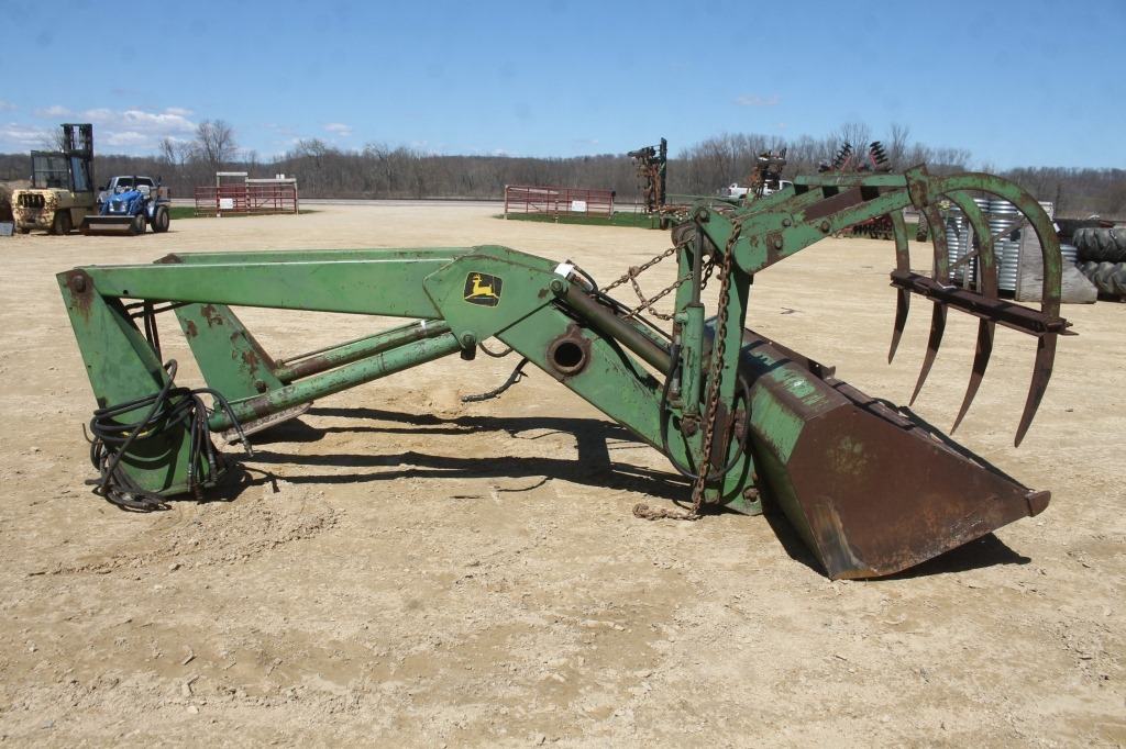 JOHN DEERE 158 LOADER WITH 8FT BUCKET & GRAPPLE