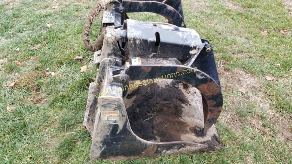 John Deere Grapple Bucket Skid Steer Attachment
