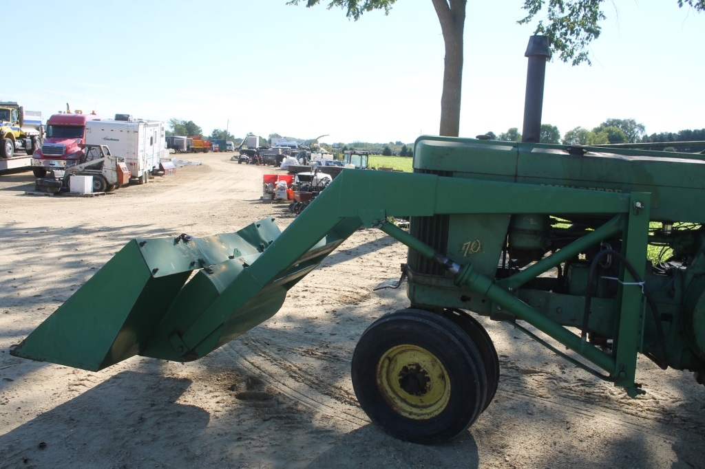 JOHN DEERE 70 TRACTOR WITH LOADER & TRIP BUCKET