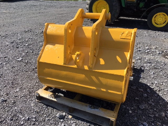 JOHN DEERE BACKHOE BUCKET 34″ SMOOTH – Sontrac Equipment