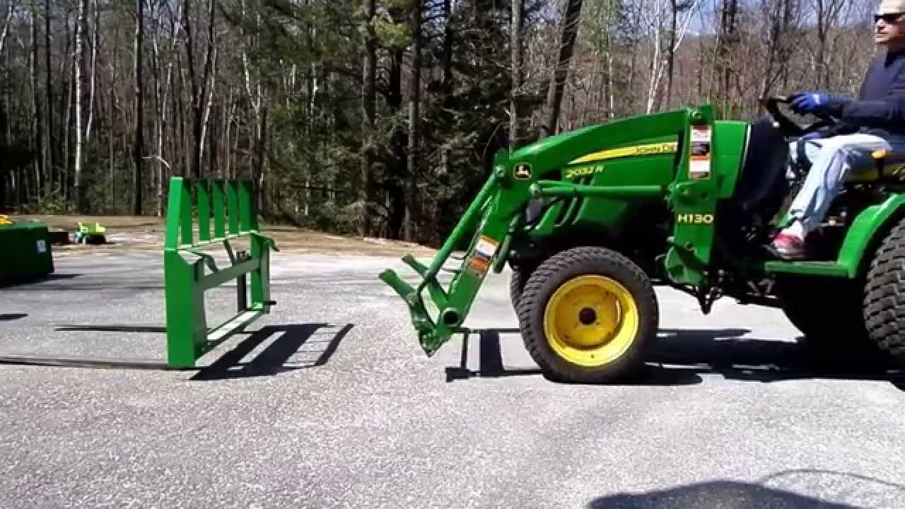 John Deere 2032R Swapping Pallet Forks to Bucket and Back ...