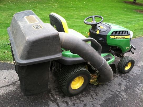 2011 John Deere D130 Lawn & Garden and Commercial Mowing ...