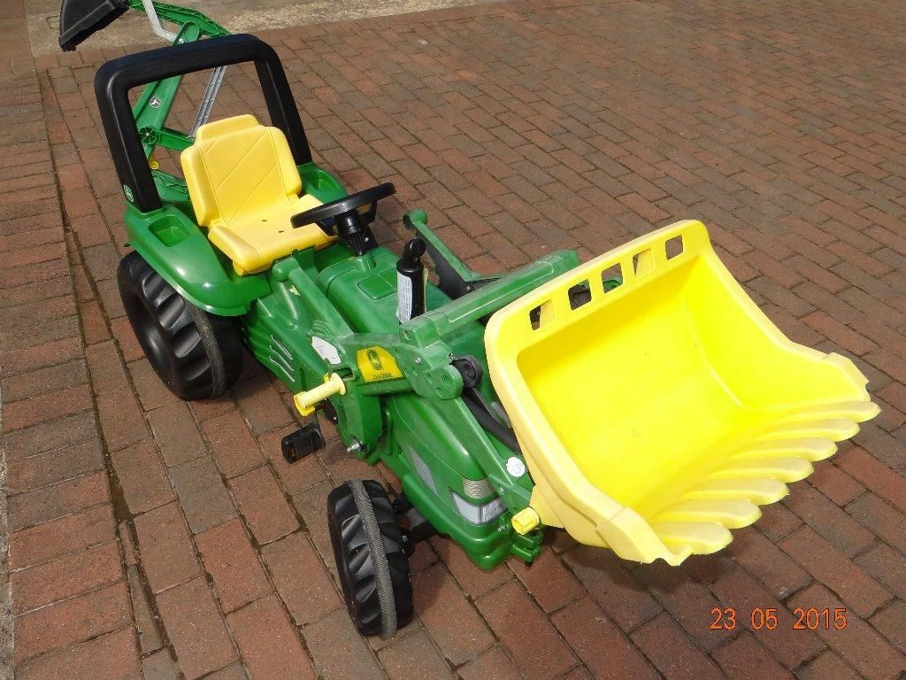 Large John Deere Ride on tractor with front bucket and ...