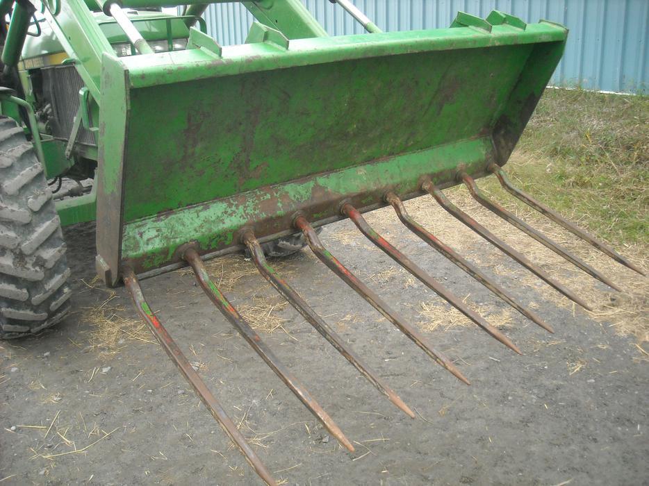 Heavy duty manure bucket ( John Deere) Cumberland, Ottawa