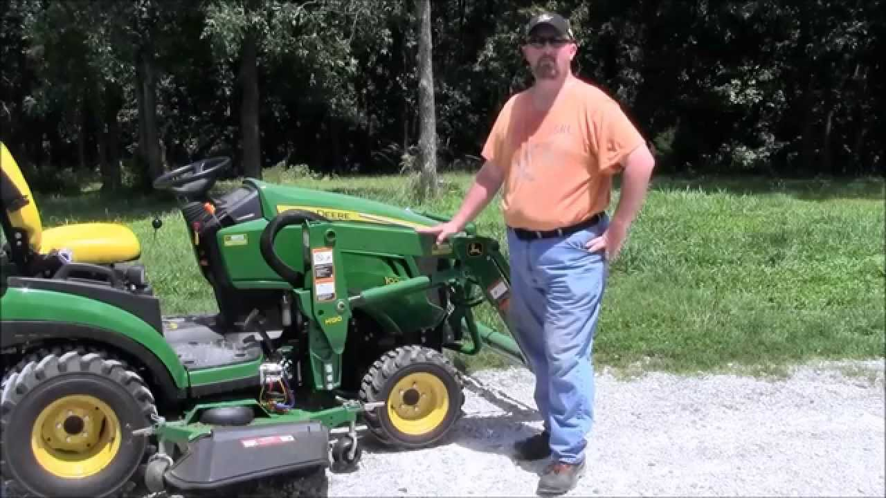 John Deere 1025R Tractor & How To Use Quick-Connect ...