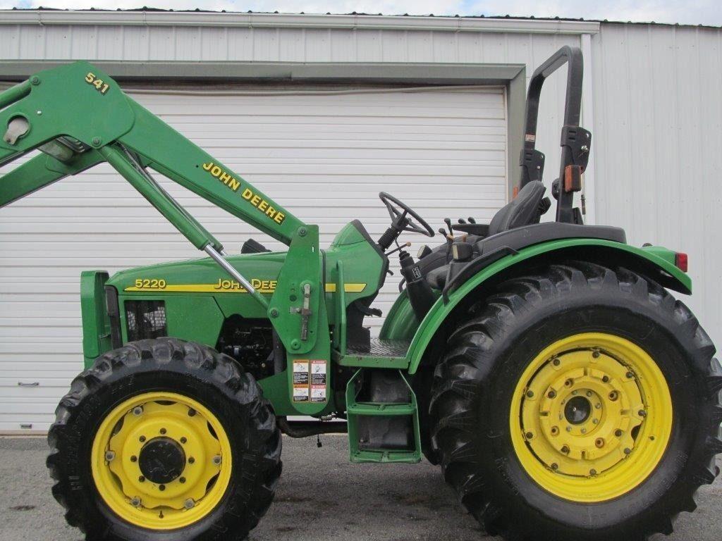 John Deere 5220 Diesel Tractor 4 X 4 With Loader