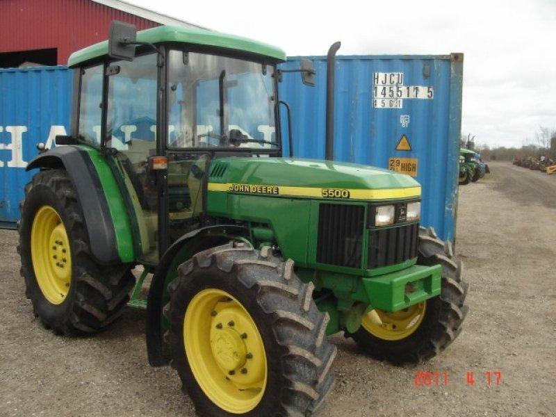 John Deere 5500 Tractor - technikboerse.com