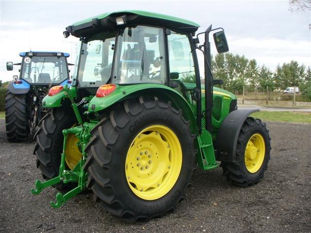 Tractor John Deere 5080M - technikboerse.com