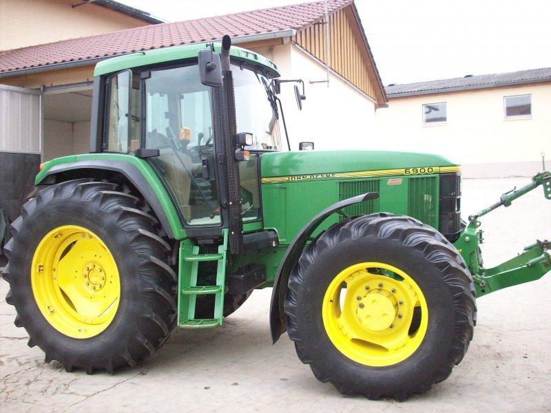 John Deere 6900 Tractor - technikboerse.com