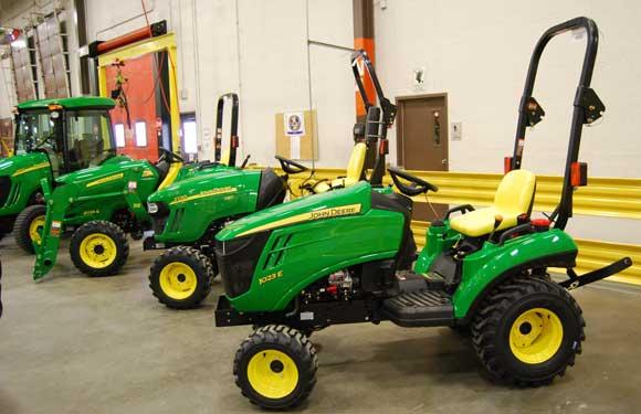 John Deere 1023E Sub-Compact Tractor Review