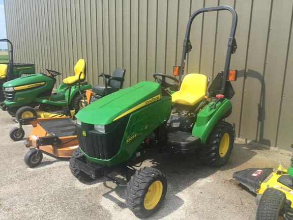 Compact Utility Tractors : John Deere 1023E