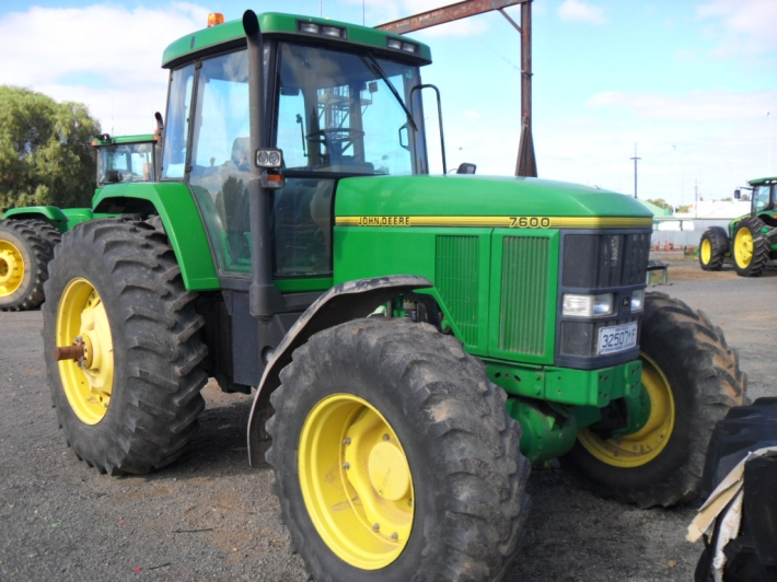 John Deere 7600 Specifications