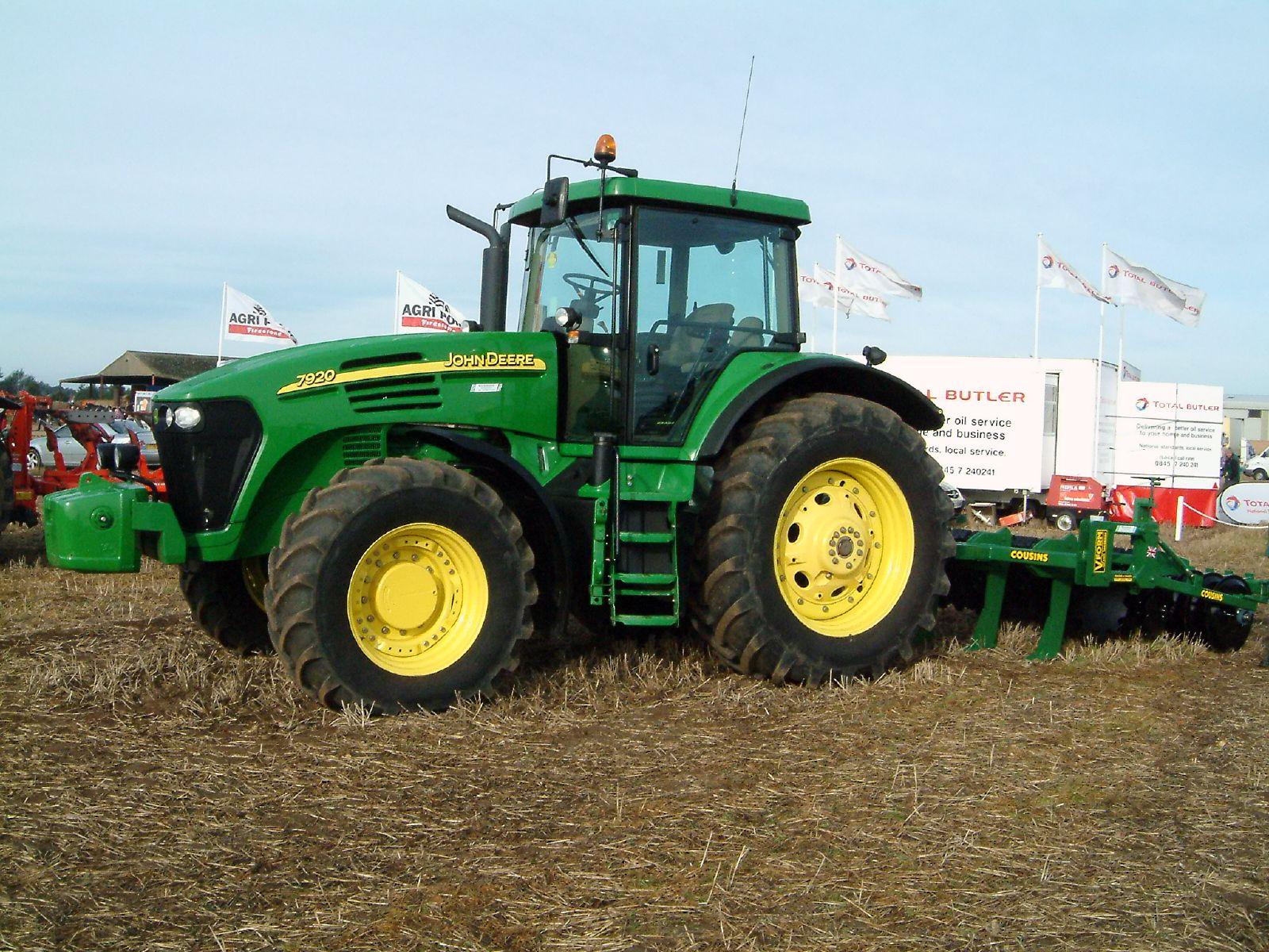 File:John Deere 7920 tractor.jpg - Wikimedia Commons