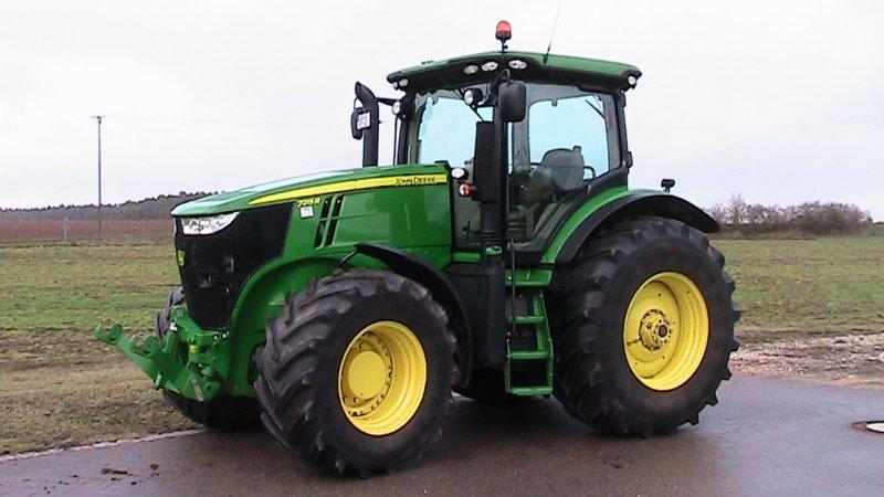 Tractor John Deere 7215R - technikboerse.com