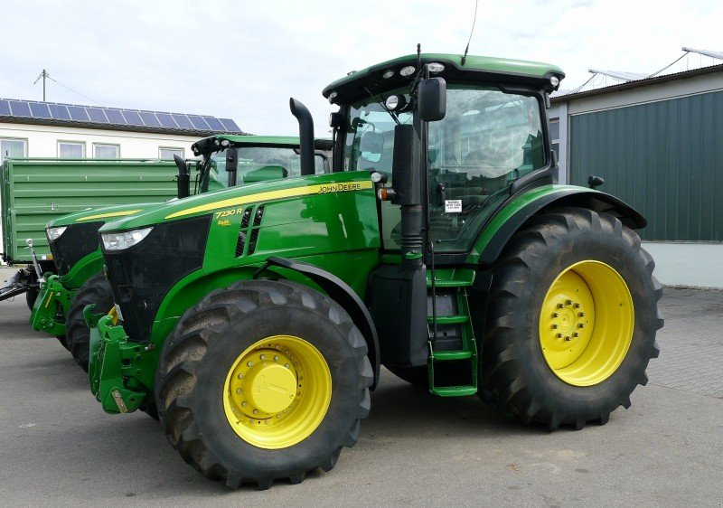 Tractor John Deere 7230R - technikboerse.com