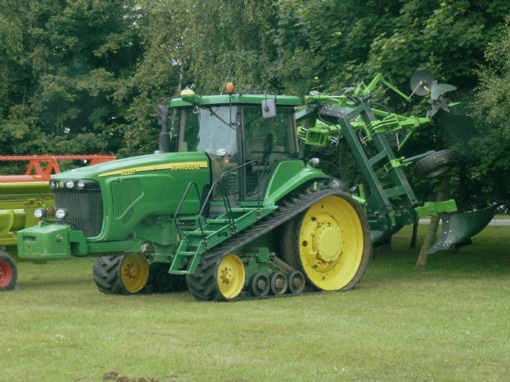 JOHN DEERE 8220T tracked tractor from Italy for sale at ...