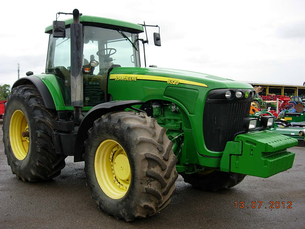Tractor John Deere 8320 second