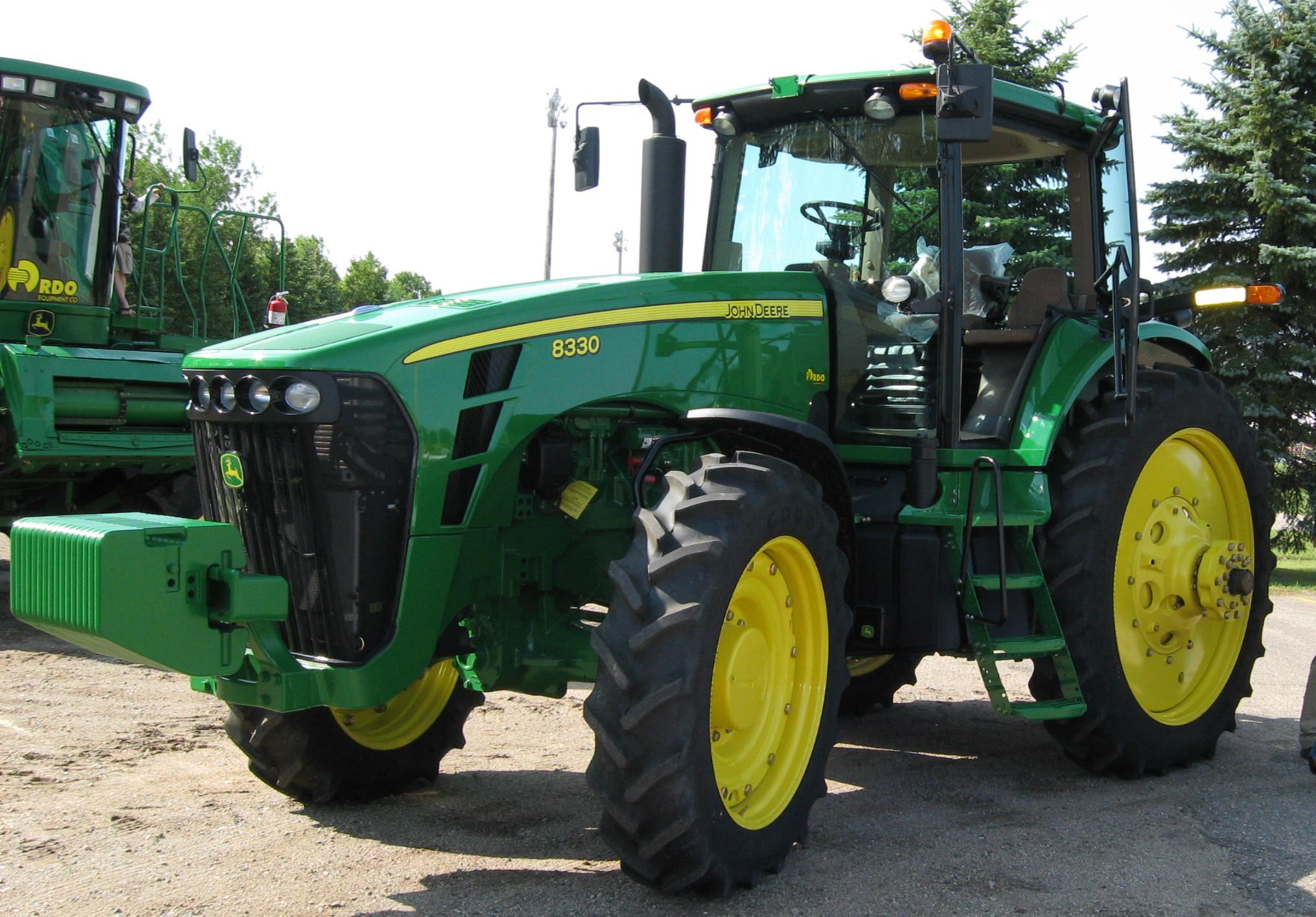 File:John Deere 8330 tractor, Kindred ND, 20090801.jpg