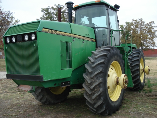 John Deere 8970 salvage tractor at Bootheel Tractor Parts