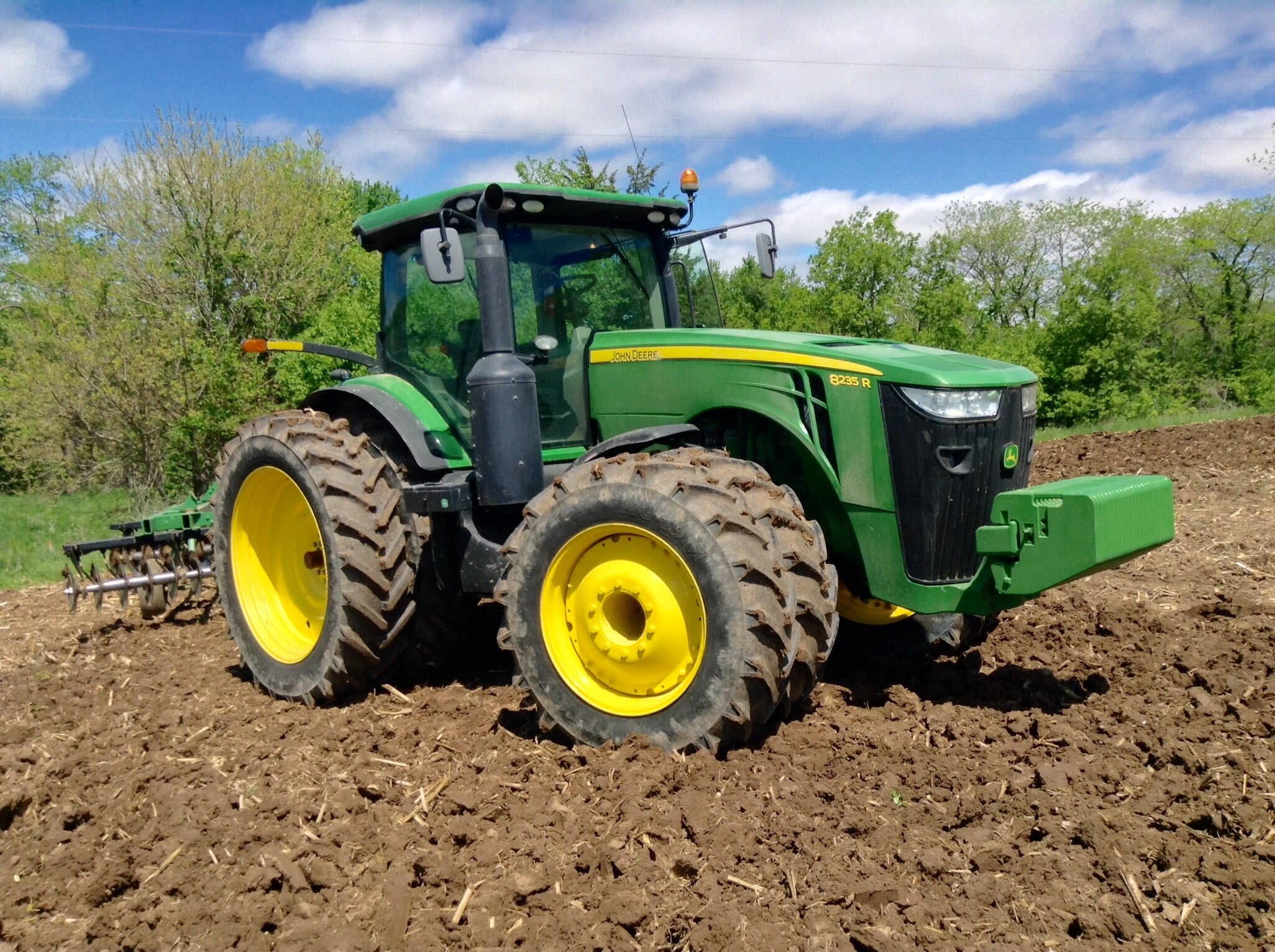 How to Operate a Tractor - John Deere 8235R - YouTube